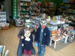 me-willa-and-oscar-in-masks1